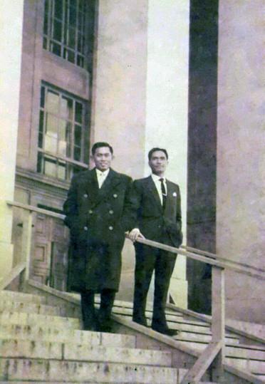 May.Jen A.Yani (Menpangad/ KASAD) dan Kol. DI.Pandjaitan, di Bonn dalam misi pembelian Senjata untuk operasi Trikora Irian Barat, 1961