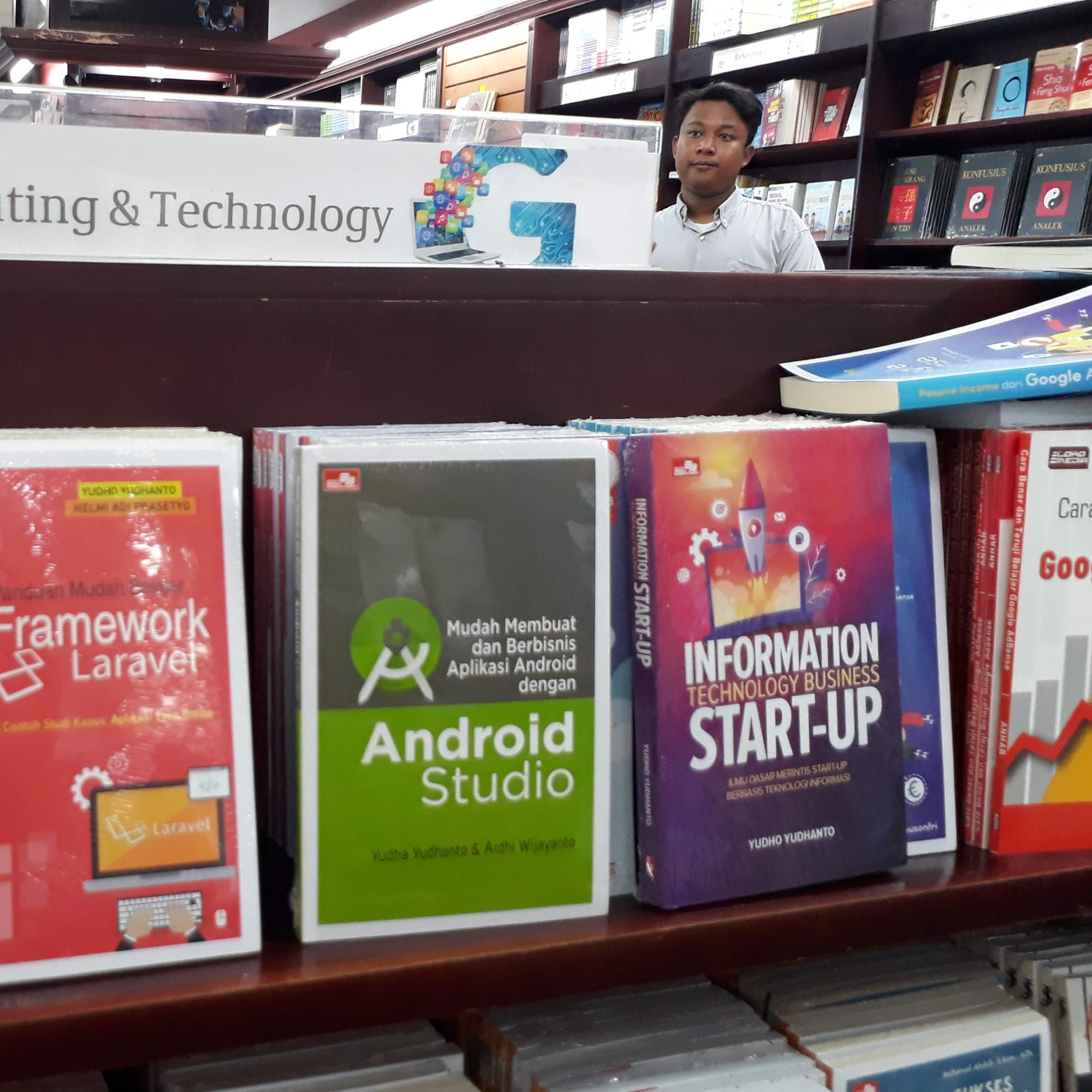 buku INFORMATION TECHNOLOGY BUSINESS START-UP